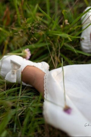 biale-buciki-do-chrztu-dla-niemowlaka-roczniaka-komplet-na-chrzest-sukienka-buciki-opaska-szatka-10-11-12-13-cm-62-68-74-80-86-lilen