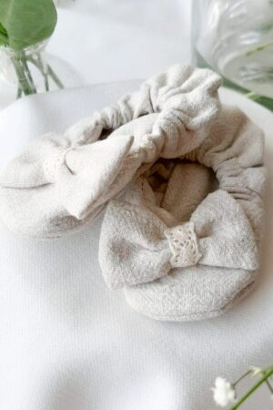 buciki-niechodki-dla-niemowlaka-szyte-recznie-na-gumce-nie-spadajace-naturalne-bawelniane-lilen