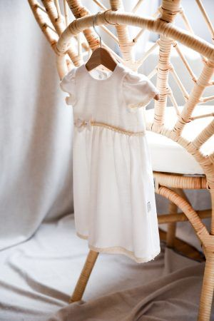 prosta-biala-sukienka-dla-dziewczynki-ecru-delikatna-oryginalna-lniana-handmade-bohoswing-boho-lilen