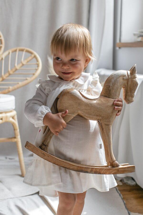 biala-sukienka-dla-dziewczynki-z-kolnierzykiem-ekskluzywna-szyta-recznie-polski-produkt-sklep-konik-na-biegunach-slaska-prohibicja