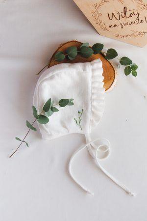 ciepla-czapka-do-chrztu-haftowana-lilen