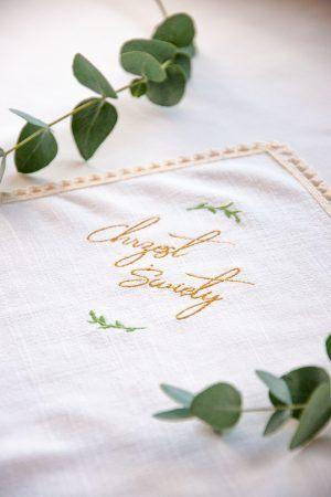 haftowana-szatka-na-chrzest-szyta-recznie-lilen