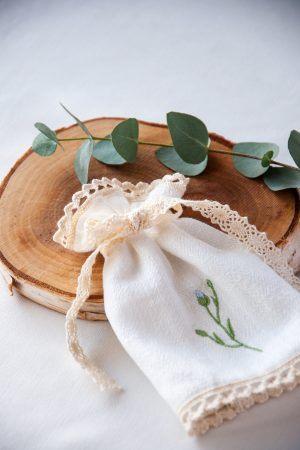 ozdoba-do-swiecy-na-chrzest-swieca-do-chrztu-haftowana-szyta-recznie-lilen